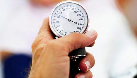a test helyzete magas vérnyomású álomban magas vérnyomásban szenvedő személy
