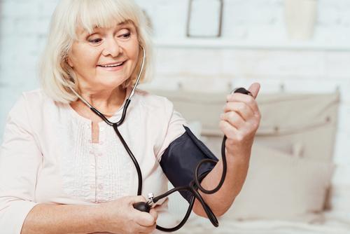 a hipertónia kiváltó oka magas vérnyomás gyógyszeres kezelése időseknél