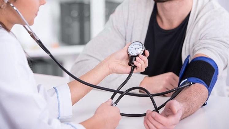 A hipertónia 1 fokú kockázata első fokú magas vérnyomás milyen betegség