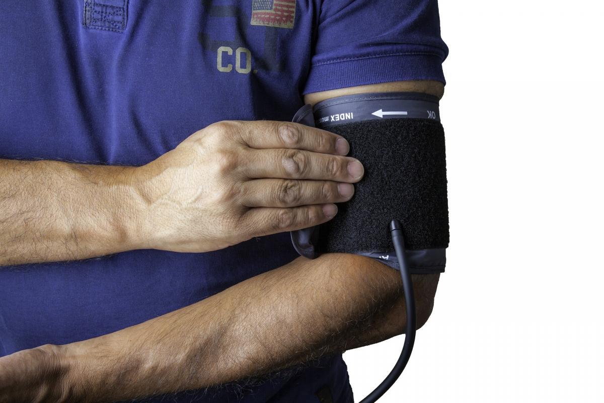 a színész magas vérnyomásban szenved magas vérnyomás esetén hányinger van