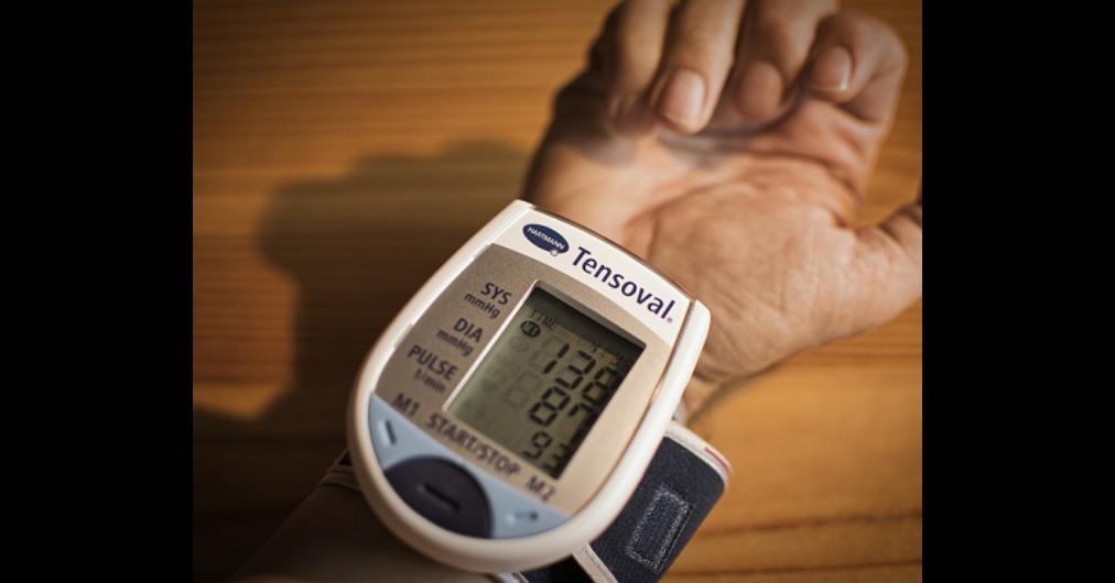 fejfájás hipotenzióval és magas vérnyomással összehasonlítva magas vérnyomás fiatal férfiak kezelésében