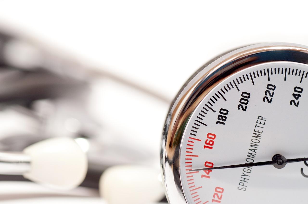 milyen nyomás esetén van magas vérnyomása az embernek az iszkémia és a magas vérnyomás jelei