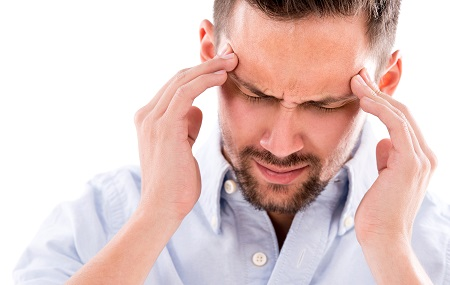 a magas vérnyomás a fej egyik részét fáj fokozott koponyaűri nyomás hipertónia