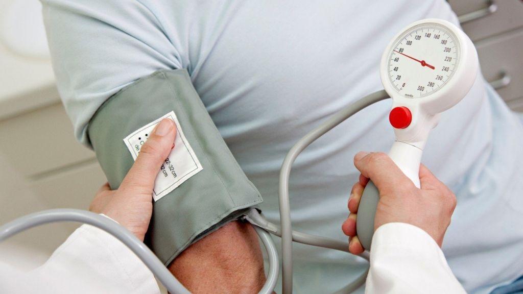 változások a szívben magas vérnyomás esetén