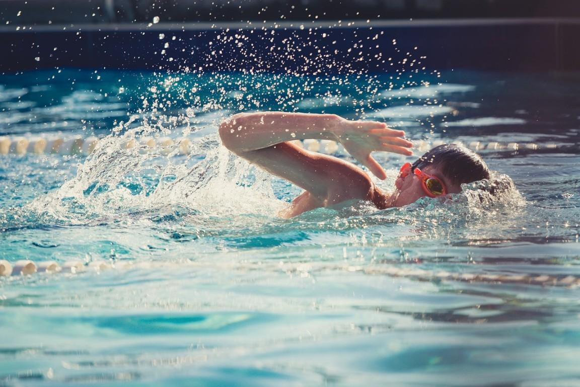 úszás a medencében magas vérnyomás miatt fejtartás és magas vérnyomás