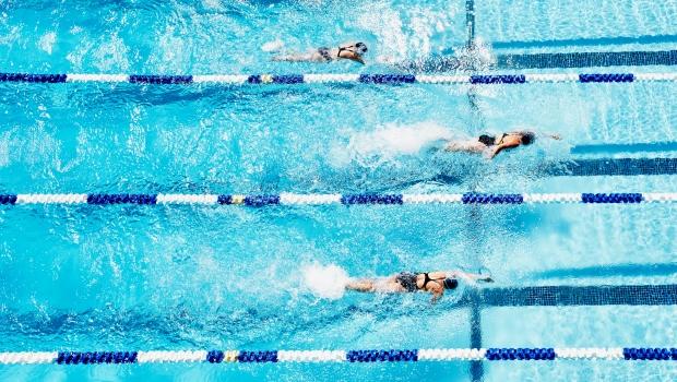 úszás a medencében magas vérnyomás miatt sporttáplálkozás és magas vérnyomás