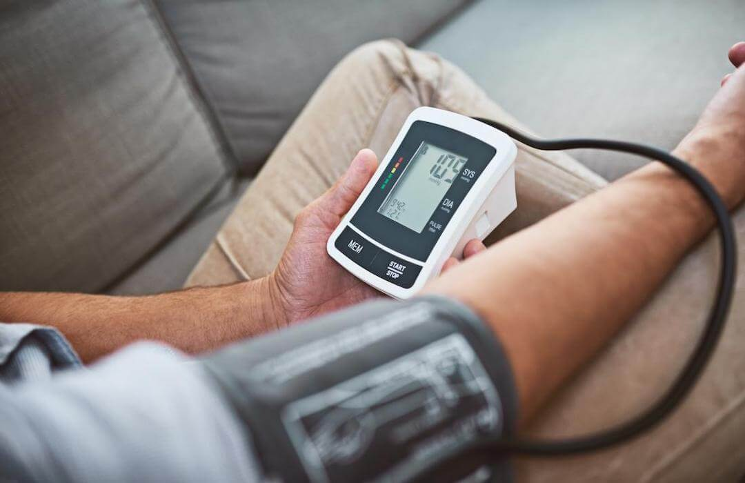 a magas vérnyomás 2 stádiumának jelei magas vérnyomás és arcfájdalom