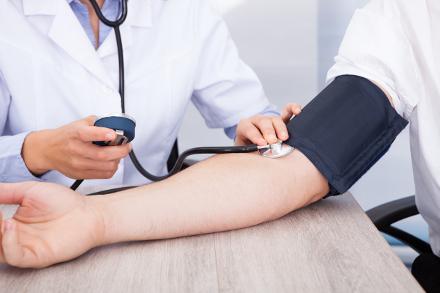 görcsrohamok és magas vérnyomás mi segít a magas vérnyomás nyomásában