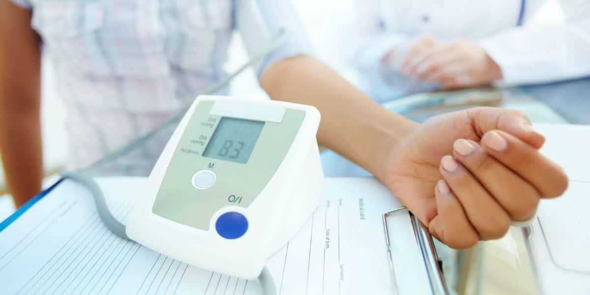 miért éjszaka magas vérnyomás magas vérnyomás és a test zsibbadása