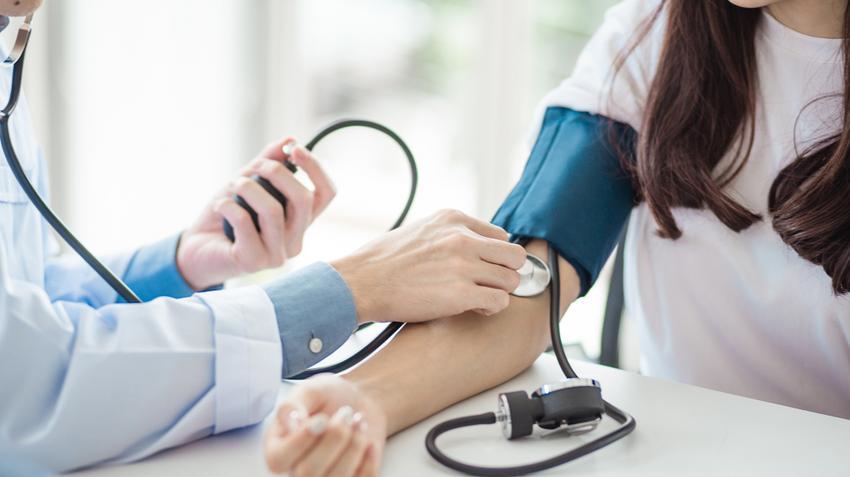 magas vérnyomás vizsgálat, amely magában foglalja fokozott koponyaűri nyomás hipertónia